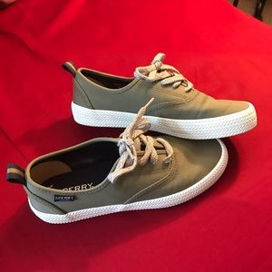 Sperry sneakers with memory foam 💚